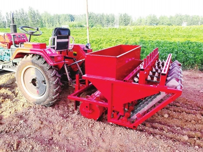 The first efficient and accurate garlic seeding machine was developed to overcome the difficulty of single seed selection and direct seed seeding, which was 30 times more efficient than manual seeding